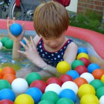 Emily im Pool