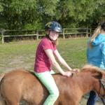 Sarah auf dem Pony